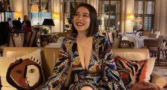 مُنعت من دخول متحف في فرنسا بسبب فتحة صدر فستانها