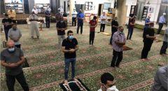 مثال يحتذى به.. المصلون في مسجد الشافعي في عارة ملتزمون بالتعليمات