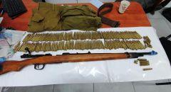 ضبط بندقية صيد وذخيرة وملابس للجيش الاسرائيلي بقرية في الضفة