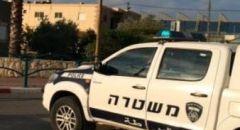 الشرطة تعتقل مشتبَهَين من قرية مصمص بشبهة الاعتداء على شخص آخر وسرقته وربطه بشجرة