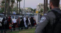 قبيل مسيرة الاعلام في القدس : اجواء مشحونة والشرطة تخلي منطقة باب العامود وحملة اعتقالات