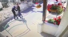توثيق بالفيديو اللحظات الاولى لجريمة قتل الشاب منير عنبتاوي في حيفا