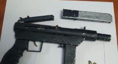 ضبط سلاح غير قانونيّ بساحة مدرسة في اللد