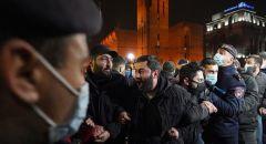أرمينيا.. المحتجون يمهلون باشينيان حتى الثلاثاء للرحيل