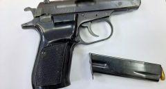 اعتقال مشتبه من اللد 25 عامََا اثر هروبه من الشرطة والقائه لمسدس غير قانوني
