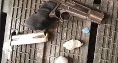 العثور على مسدسين وكمية من مخدر الهيروين واعتقال مشتبه من يافا