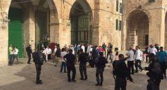 """عشرات المستوطنين يقتحمون """"الأقصى"""" بحراسة الشرطة"""