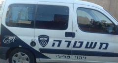 اعتقال شابة من عكا بشبهة قيامها بتحطيم الزجاج الأمامي لمركبة شرطية بعد أن طُلب منها ارتداء كمامة