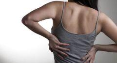 لماذا نشعر بألم أسفل الظهر عند الجلوس وما أفضل الطرق لتخفيفه؟