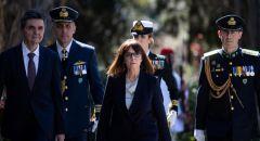 رئيسة اليونان تزور جزيرة قريبة من سواحل تركيا