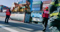 تسرّب مادة قابلة للاشتعال من سفينة في ميناء حيفا