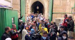 بعد إغلاقه لأكثر من شهرين المسجد الأقصى يعيد فتح أبوابه وسط تكبيرات وفرحة كبيرة