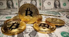 """الدولار يقبع عند أدنى مستوى في أسبوع وعملة """"البيتكوين"""" تبلغ 48 ألف دولار"""