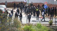 الشرطة: متظاهرون قاموا بالقاء الحجارة نحو افراد الشرطة خلال المظاهرة بمدينة ام الفحم