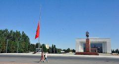 قرغيزيا.. المحتجون يقتحمون مقرات حكومية والرئيس يتهم أحزابا بمحاولة الاستيلاء على السلطة