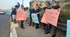 وقفة احتجاجية للفنانين على مفرق البروة في شفاعمرو