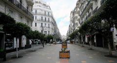 الجزائر تستأنف الرحلات الجوية الداخلية وتفتح بعض المساجد وتشدد الإجراءات الصحية