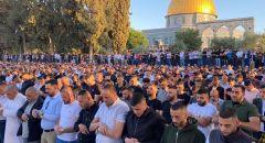 اعداد كبيرة من الفلسطينيين  تصلّي العيد في المسجد الاقصى