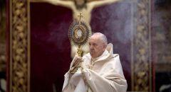 البابا فرنسيس يناشد جميع الأطراف استئناف البحث عن سبيل نحو السلام في ليبيا