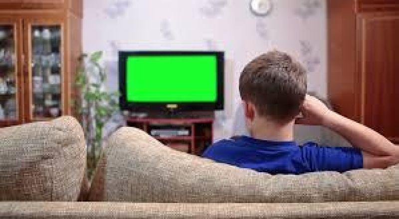 """انتبهي من مخاطر مشاهدة أطفالك لـ """"الأفلام الكرتونية"""""""