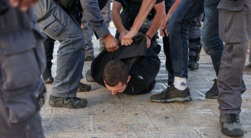 القدس : مواجهات واعتقالات اثر محاولة بن غفير اقتحام باب العامود