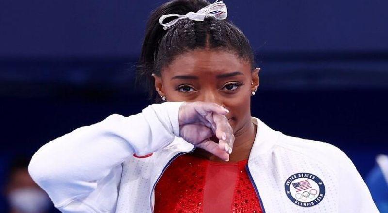 أولمبياد طوكيو.. انسحاب أسطورة الجمباز بايلز من نهائي فردي كل الأجهزة