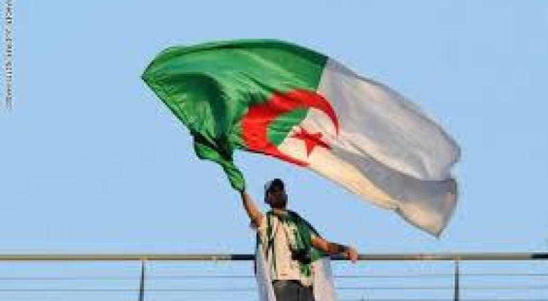 """السفارة المصرية في الجزائر تحدد الجهة المسؤولة عن أزمة """"بعثة الزمالك"""""""