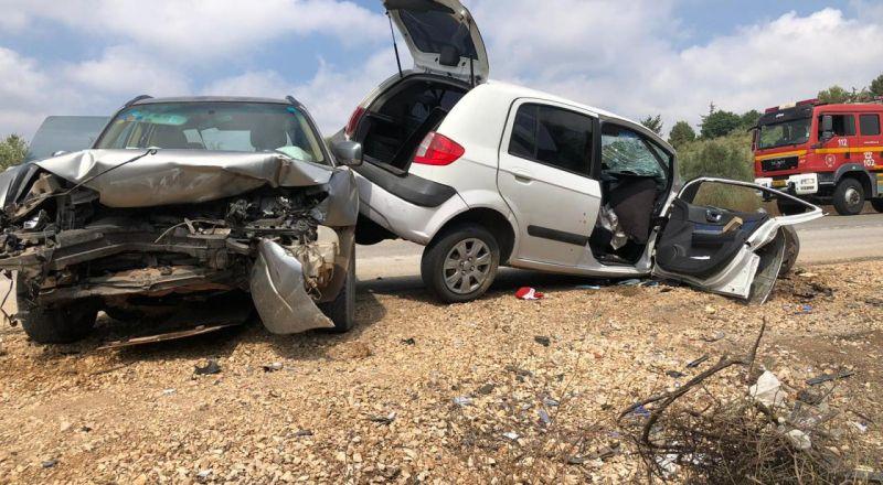 الجليل الغربي : تخليص عالق من داخل سياره جراء حادث طرق