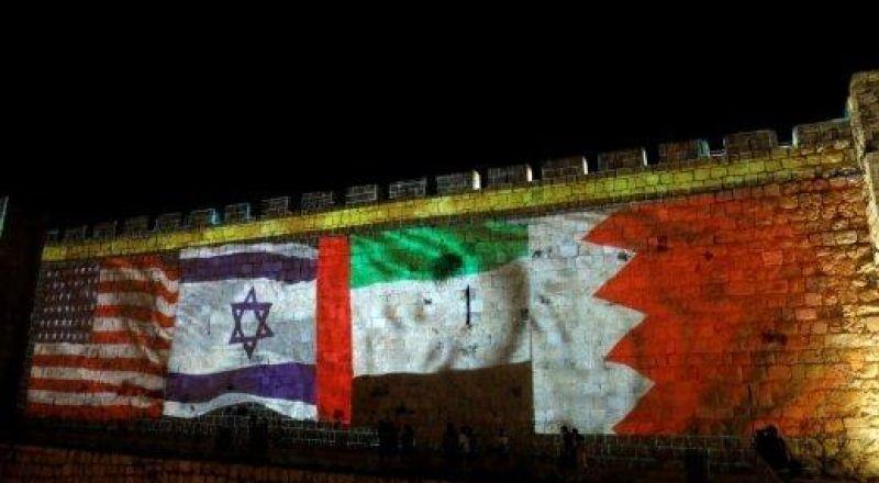 إضاءة أسوار مدينة القدس بإعلام الإمارات والبحرين بعد توقيع إتفاقيات السلام