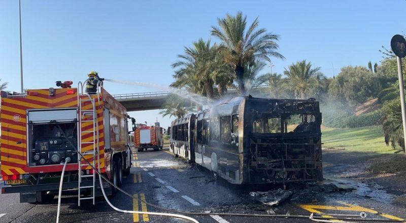 حيفا: اندلاع النيران في حافلة مطرونيت