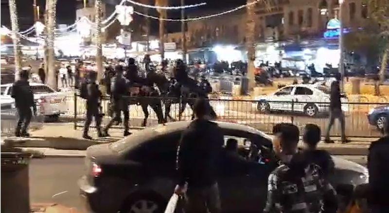 مواجهات مع الشرطة قرب باب العامود في القدس واعتقال شبان
