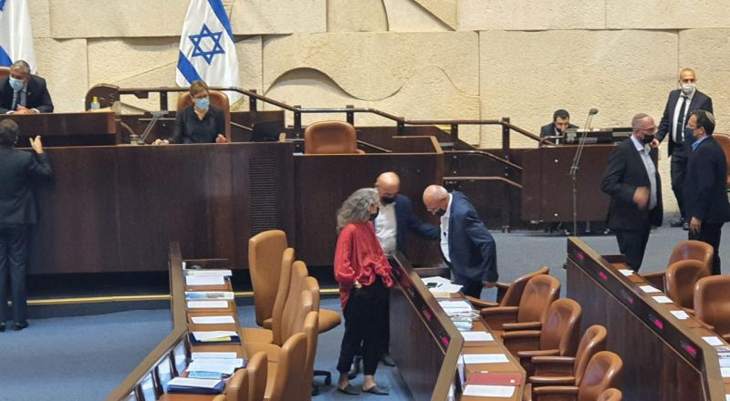 المربي علي صلالحة يقسم اليمين الدستوري بعد دخوله الكنيست