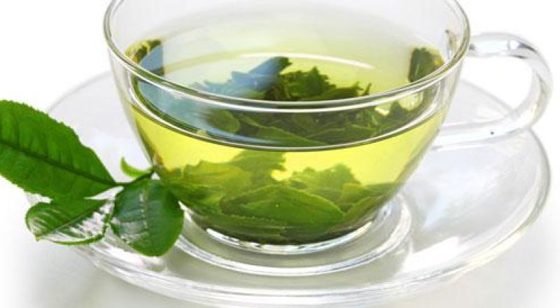 الخبراء يكشفون الشاي الاخضر افضل مشروب في الصباح لتجنب آلام الظهر