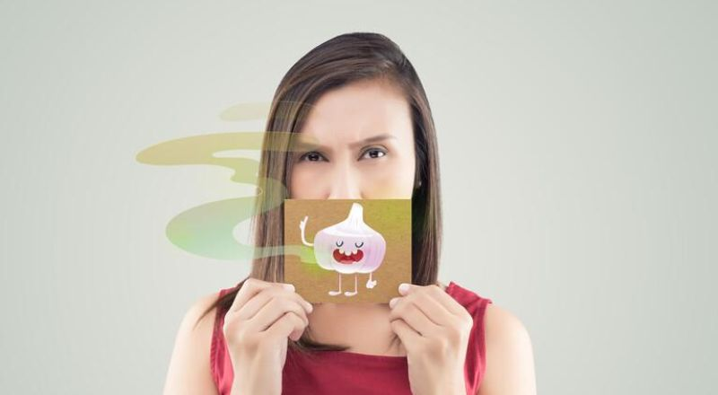رائحة في الأنفاس قد تكون علامة تحذيرية للإصابة بمرض الكبد الدهني