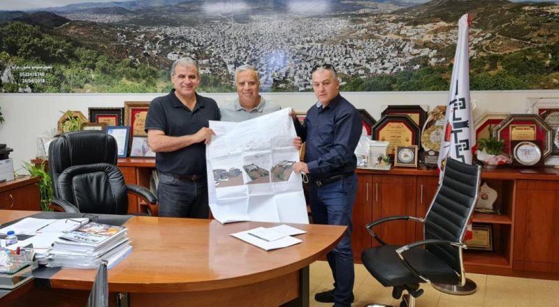 وضع اللمسات الأخيرة على مشروع بناء محطة اطفاء في مدينة عرابة وتسليم اوراق المصادقة النهائية