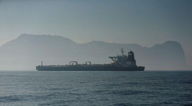إغلاق ميناء جدة السعودي بعد الانفجار في ناقلة النفط