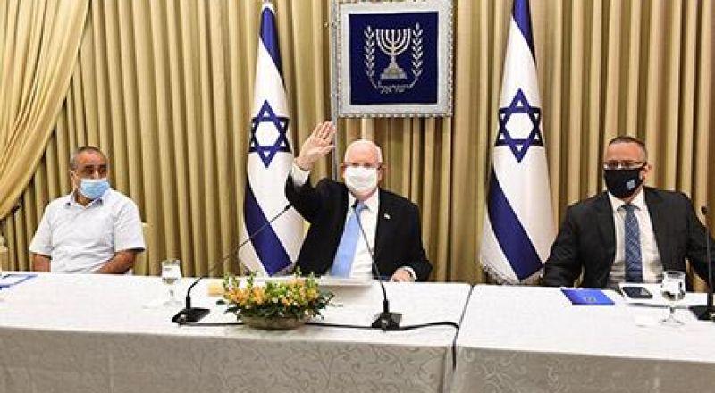 رئيس الدولة يجتمع برؤساء السلطات المحلية العربية لمواجهة فيروس كورونا