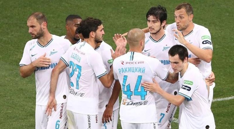 احتفالات لاعبي زينيت بتتويج فريقهم بلقب الدوري الروسي الثاني على التوالي