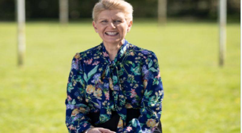 ديبي هيويت تصبح أول امرأة تتولى رئاسة الاتحاد الإنجليزي