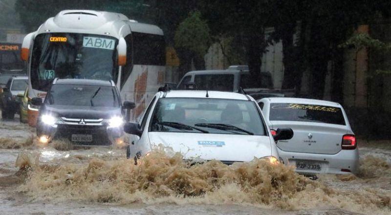 حيفا,,, اغلاق شوارع بسبب الأحوال الجوية
